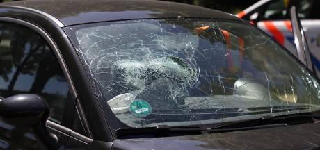Flinke schade bij botsing tussen drie auto's in Den Bosch