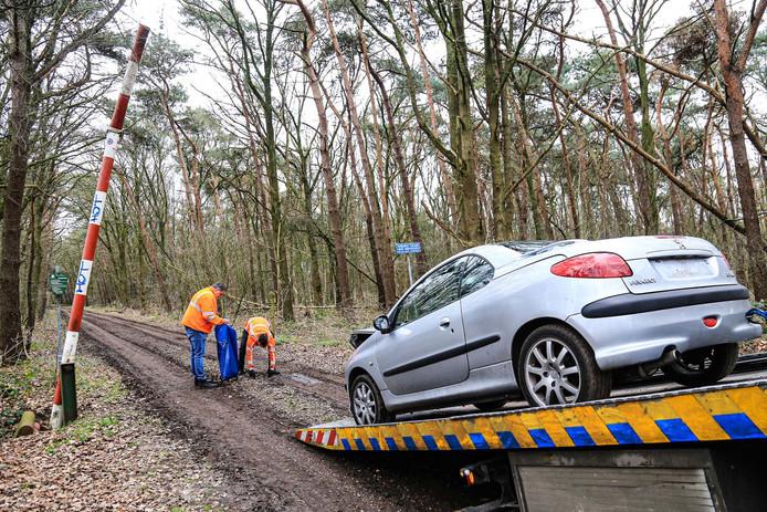 Auto zwaar beschadigd aangetroffen Helmond.