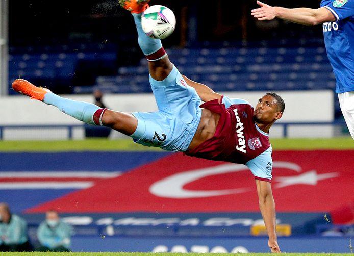 West Ham United-spits Sébastien Haller haalt om tegen Everton.