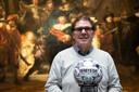 Willem van Hanegem heeft de eerste Rembrandtbal in ontvangst genomen in het Rijksmuseum