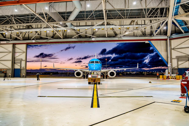 In Hangar 73 op Schiphol-Oost kunnen tegelijkertijd acht toestellen worden gereviseerd. Beeld Bob Geilings