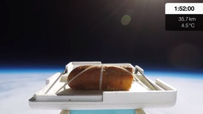 YouTuber stuurt stukje lookbrood naar de rand van de ruimte voor een smaaktest