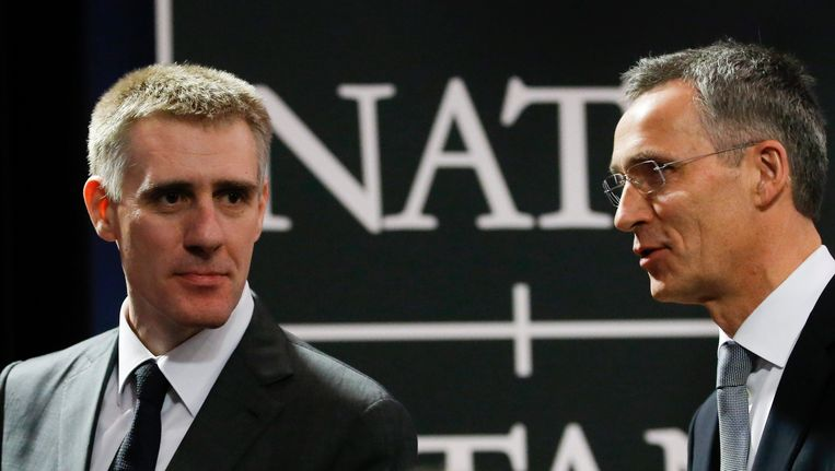 De minister van Buitenlandse Zaken van Montenegro, Igor Luksic (L) met secretaris-generaal van de NAVO, Jens Stoltenberg. Beeld epa
