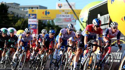 Dramatische finish in Ronde van Polen: onder meer Jakobsen, Groenewegen en Philipsen gaan hard tegen de grond aan finishlijn