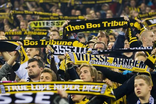 Vitesse-supporters op de Theo Bos Tribune in GelreDome (archiefbeeld).