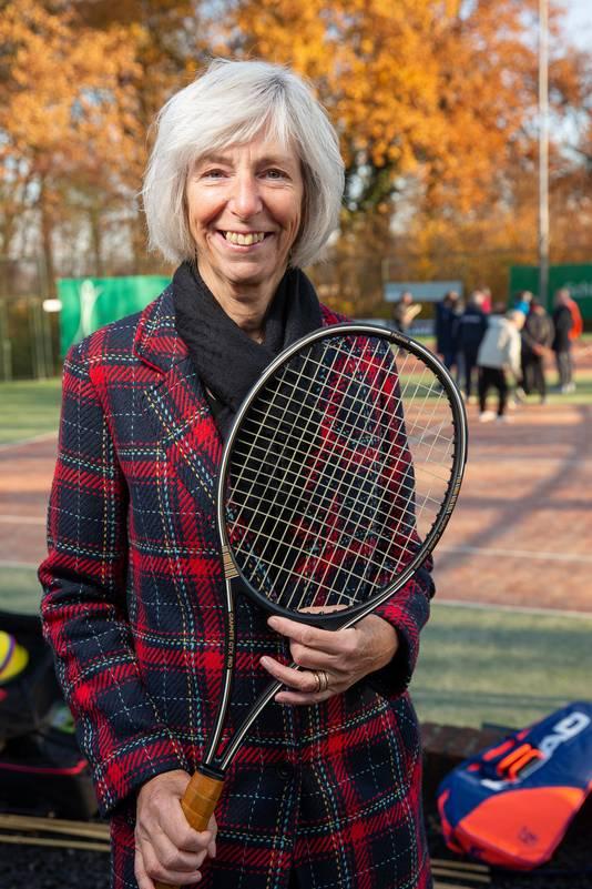 Annemiek Rambach bedacht het idee om OldStars Tennis op te zetten in Ewijk.