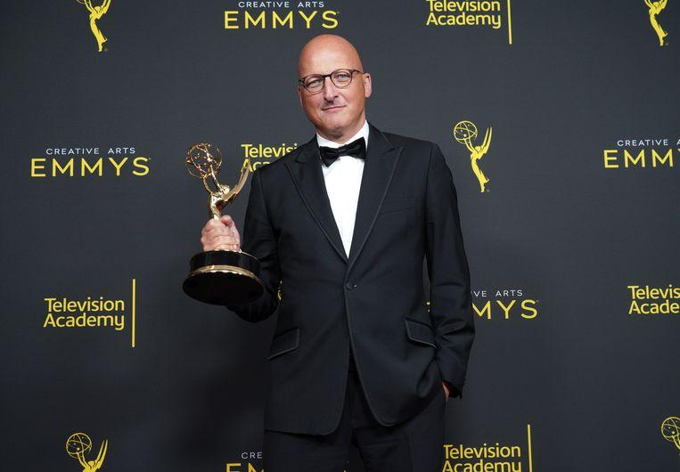 Regisseur Dan Reed met zijn Emmy voor Leaving Neverland. Beeld WireImage