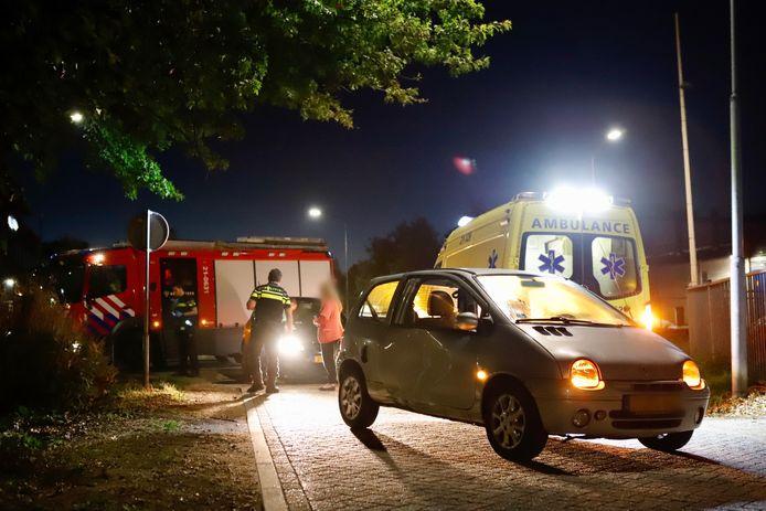 Bij een botsing op de hoek van de Raamstraat en de Heistraat in Boxmeer is een automobilist gewond geraakt.