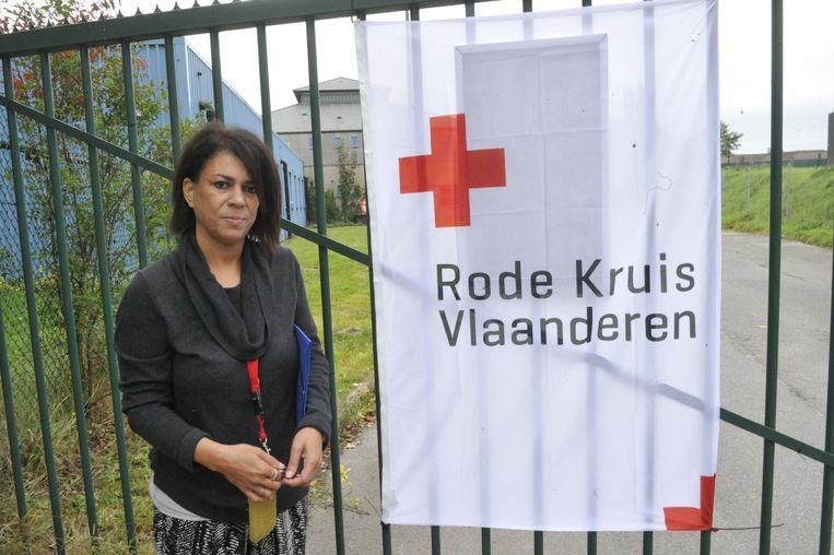 Centrummanager Hilde De Cnijf voor de ingang.