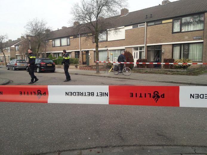 De bewoner van het huis aan Helmondse Zeppelinstraat kreeg een kogel in zijn voet. Omdat de schutter naar beneden richtte was het geen poging doodslag, volgens het OM.