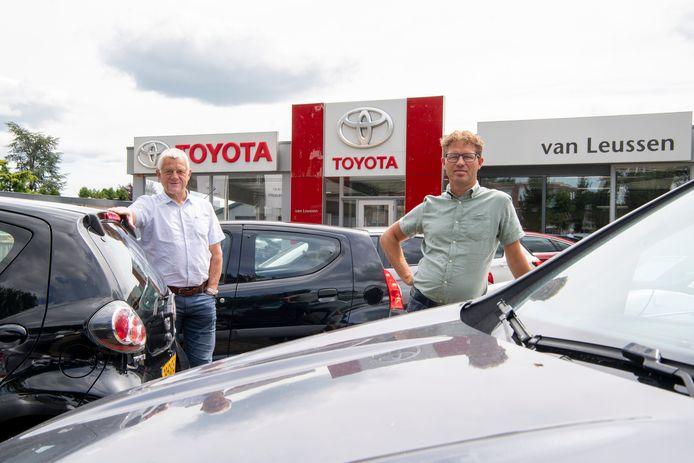 Jan (l) en Harold van Leussen geven met de overname van Autobedrijf Morrenhof blijk van vertrouwen in de toekomst. ,,Meerdere vestigingen zijn bijna een voorwaarde voor een goed bestaansrecht.''