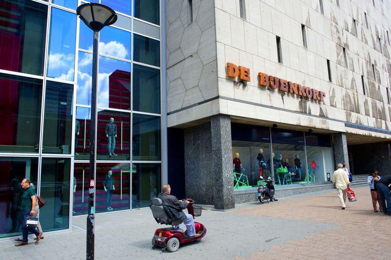 De Bijenkorf op de Coolsingel in Rotterdam. Als proef zijn de kassa's van de winkel uitgerust met zogenoemde iBeacons. Beeld anp