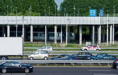veel-autos-illegaal-op-p+r-terrein