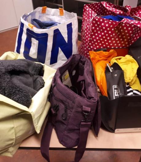 Politie Harderwijk op zoek naar eigenaren tassen
