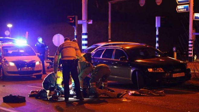 Februari vorig jaar: hulpverleners ontfermen zich op de Rondweg- Noord over een verkeersslachtoffer. Umut E. is gisteren veroordeeld voor doorrijden na deze aanrijding.