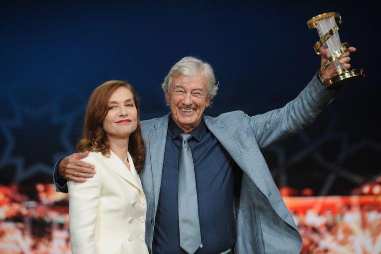 De Franse actrice Isabelle Huppert, hoofdrolspeelster van 'Elle' samen met de Nederlandse regisseur Paul Verhoeven, die de Golden Globe voor 'beste buitenlandse film' in de wacht sleepte.
