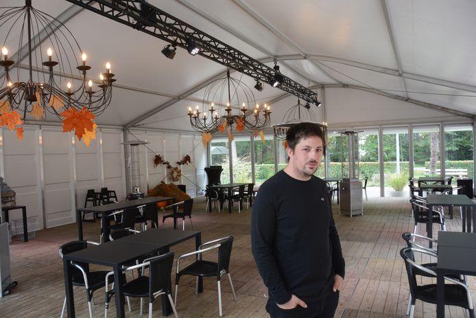 Joeri Bryssinck in de verwarmde tent die werd geplaatst op het terras van Ter Vesten.