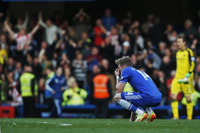 Chelsea-speler André Schürrle treut na de nederlaag tegen Sunderland Beeld ap