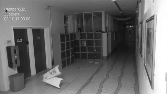 VIDEO: Zijn deze griezelige bewegingen het werk van een spook?