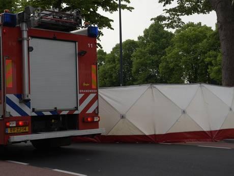 Fietsster overleden bij aanrijding met vrachtwagen op Academiesingel in Breda