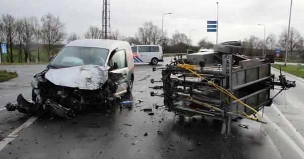 Ravage op oprit A1 bij Holten na ongeval, verkeer wordt omgeleid.