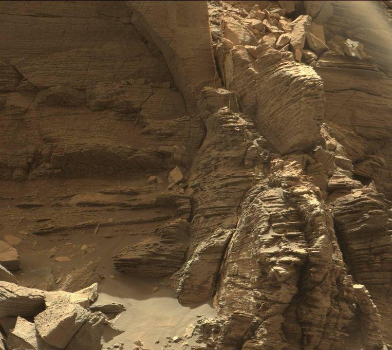 Mount Sharp op Mars. Wie de raadselen van de rode planeet ontrafelt, leert ook meer over waarom het leven op aarde kon floreren, terwijl Mars verstofte tot levenloze woestijnplaneet. Beeld NASA
