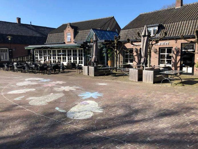Onlangs werd het plein voor de Scheuter nog door kinderen versierd.