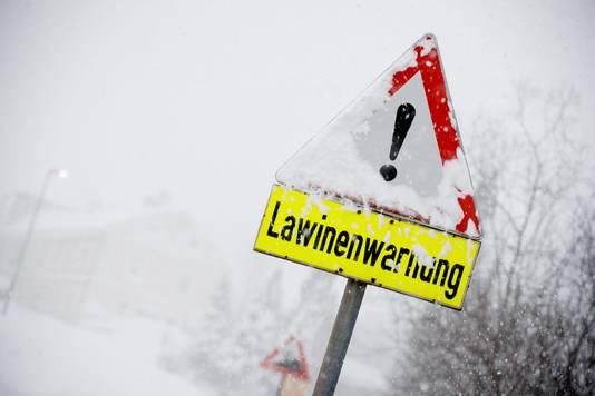 Sneeuw in combinatie met stevige wind vergroten de kans op lawines.
