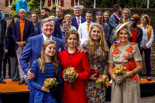 Koning Willem-Alexander en koningin Maxima en prinsessen Amalia, Alexia en Ariane