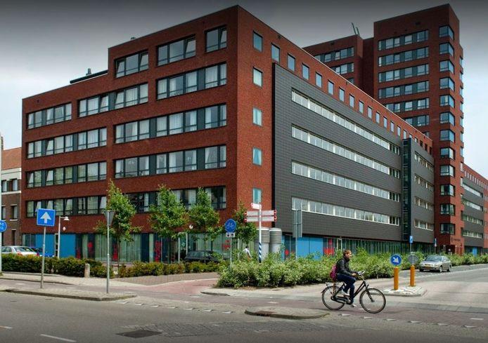 Woonzorgcentrum Joannes Zwijsen, waar veel fraters van Tilburg hun oude dag doorbrengen, is gevestigd aan de Burgemeester Brokxlaan.
