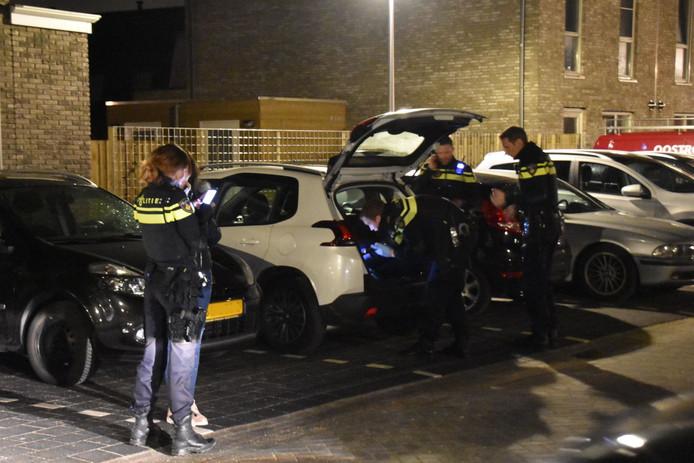De politie onderzoekt een auto die in de omgeving van de Boterbloem is gevonden.