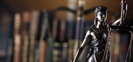 Celstraf geëist tegen man uit Halsteren (29) na bijna vijftig zware bedreigingen