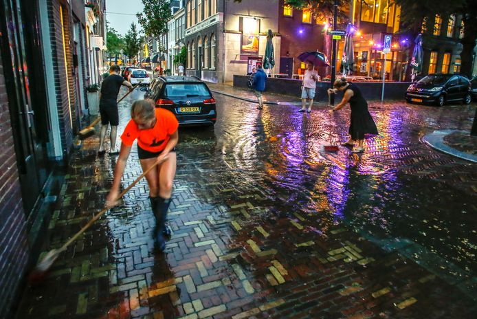 Wateroverlast aan het Augustijnenkamp in Dordrecht