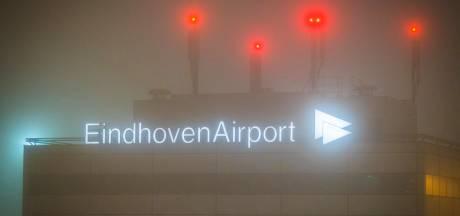 Code geel opgeheven na mistige ochtend: ongeluk op de weg en uren geen vliegtuigen op Eindhoven Airport