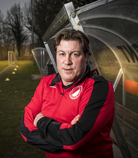 Trainer Knapen verlaat Reünie