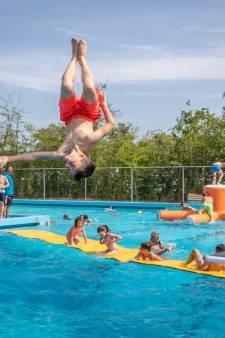 Troebel water door technisch probleem in Thools zwembad De Spetter