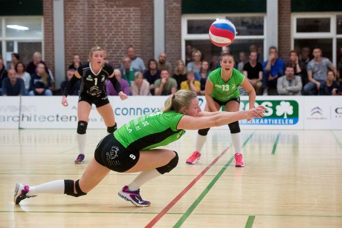 Linda te Molder was in de vijfsetter goed voor 10 punten en een ace.