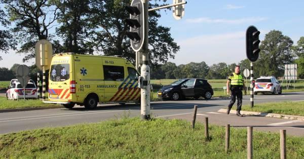 Vrouw raakt gewond bij verkeersongeval in Wierden.