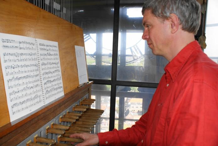 Henk Veldman kan het carillon blijven bespelen