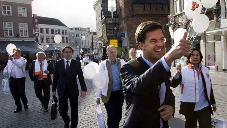 VVD-lijsttrekker Mark Rutte verricht dinsdag op de Grote Markt in Den Bosch de aftrap voor de verkiezingscampagne van de liberalen. Foto ANP Beeld