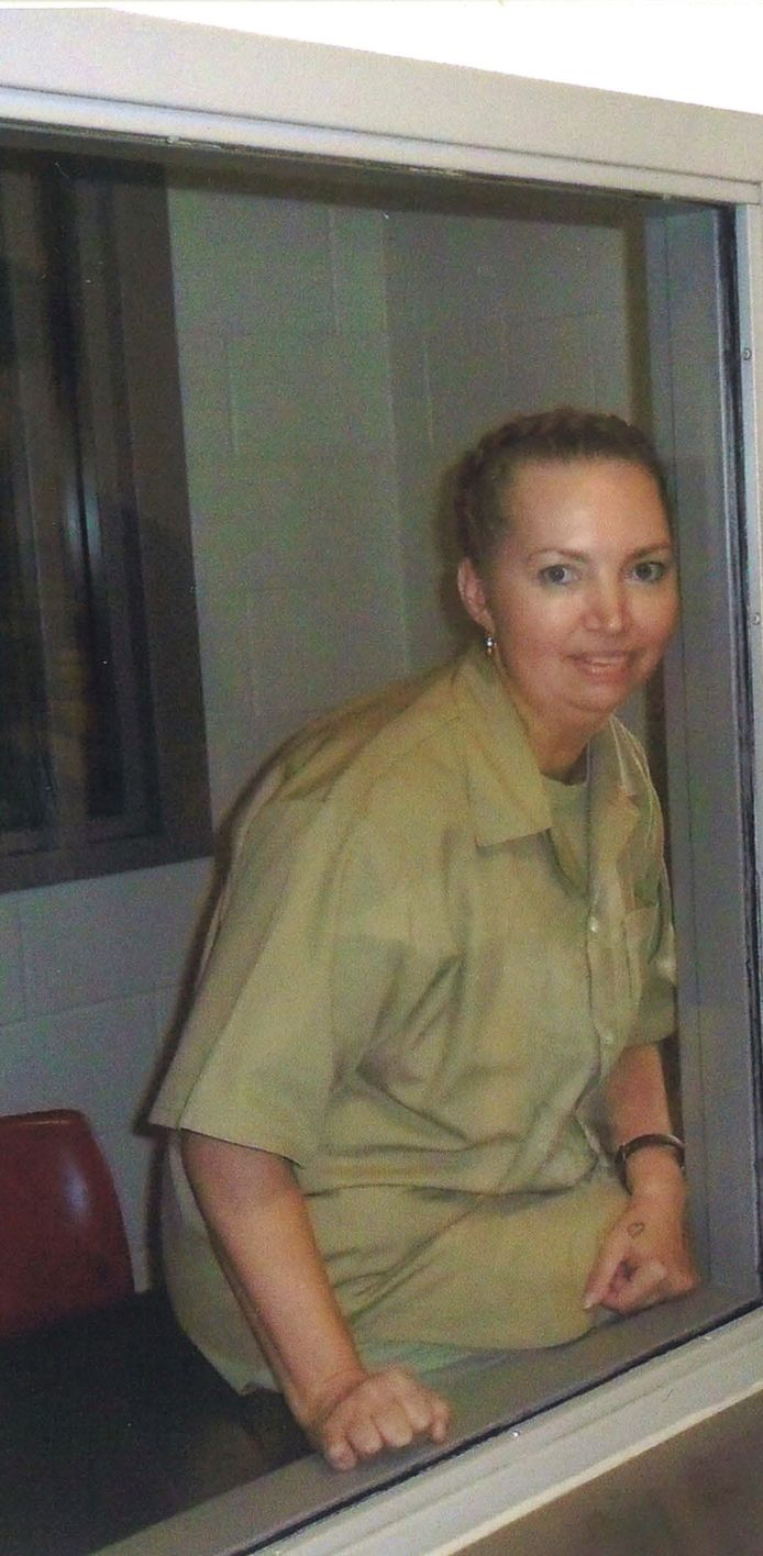 Lisa Montgomery, a federal prison inmate scheduled for execution on December 8, 2020, poses at the Federal Medical Center (FMC) Fort Worth in an undated photograph.   Courtesy of Attorneys for Lisa Montgomery/Handout via REUTERS. THIS IMAGE HAS BEEN SUPPLIED BY A THIRD PARTY.