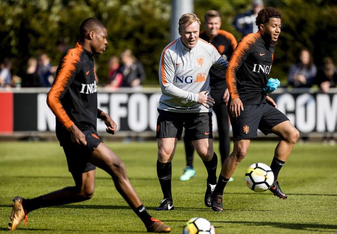 Ronald Koeman tijdens de trainingssessie bij Oranje.