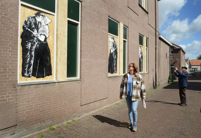 De kunstpanelen in de Klokstraat trokken direct publiek.