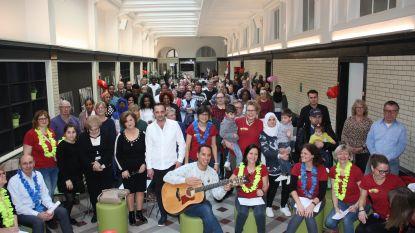 Cursisten Open-school oefenen Nederlands tijdens zangnamiddag