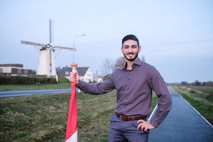 Adel Al Res in zijn woonplaats Didem: 'Studie, sport, familie, veiligheid en plezier in je leven. Dat is het belangrijkste. Ook als je alles kwijt bent.'