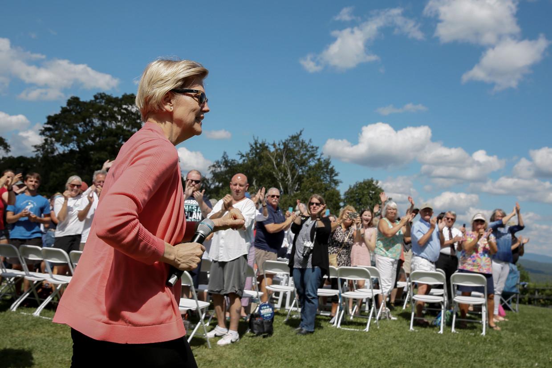 Presidentskandidaat Elizabeth Warren spreekt haar aanhang toe tijdens een bijeenkomst in Franconia, New Hampshire.