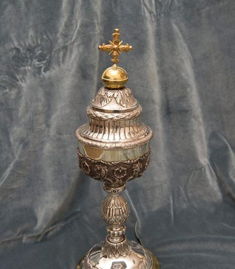 Twee kostbare zilveren kelken gestolen uit sacristie in Tilburgs ziekenhuis; 'erg verdrietig om deze diefstal'