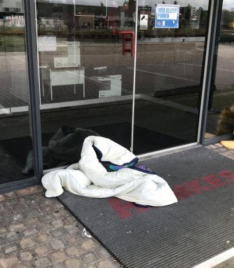 Ondernemers Asser Havenkade zijn het zat: ruimere opening opvang moet overlast door daklozen verminderen