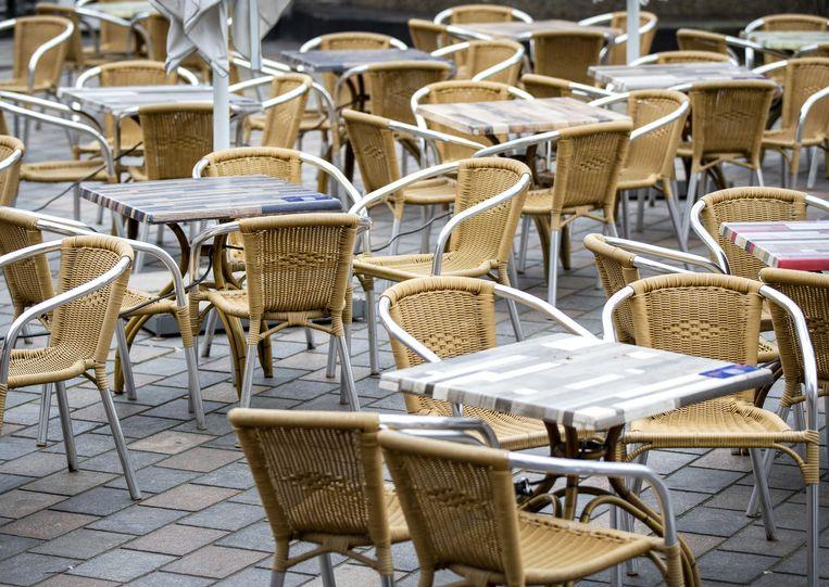 Een leeg terras in het centrum van Den Haag. Beeld ANP