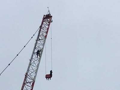 Vrouw in Canada uren vast  in bouwkraan op dertig meter hoogte